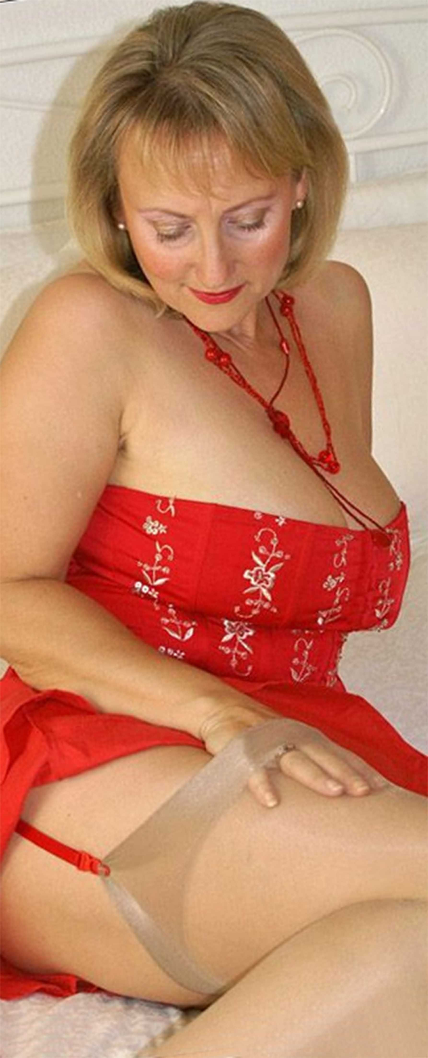 Nude Older female