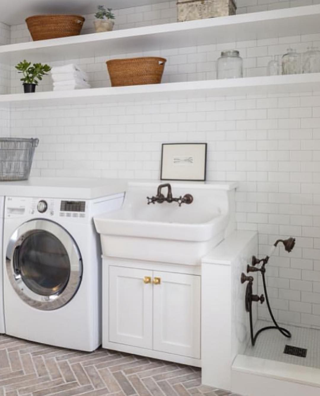 While We Do Not Have A Dog I Think Adding A Puppy Shower To Your Laundry Room Is Ingenious As Dir Stylish Laundry Room Laundry Room Design Dream Laundry Room