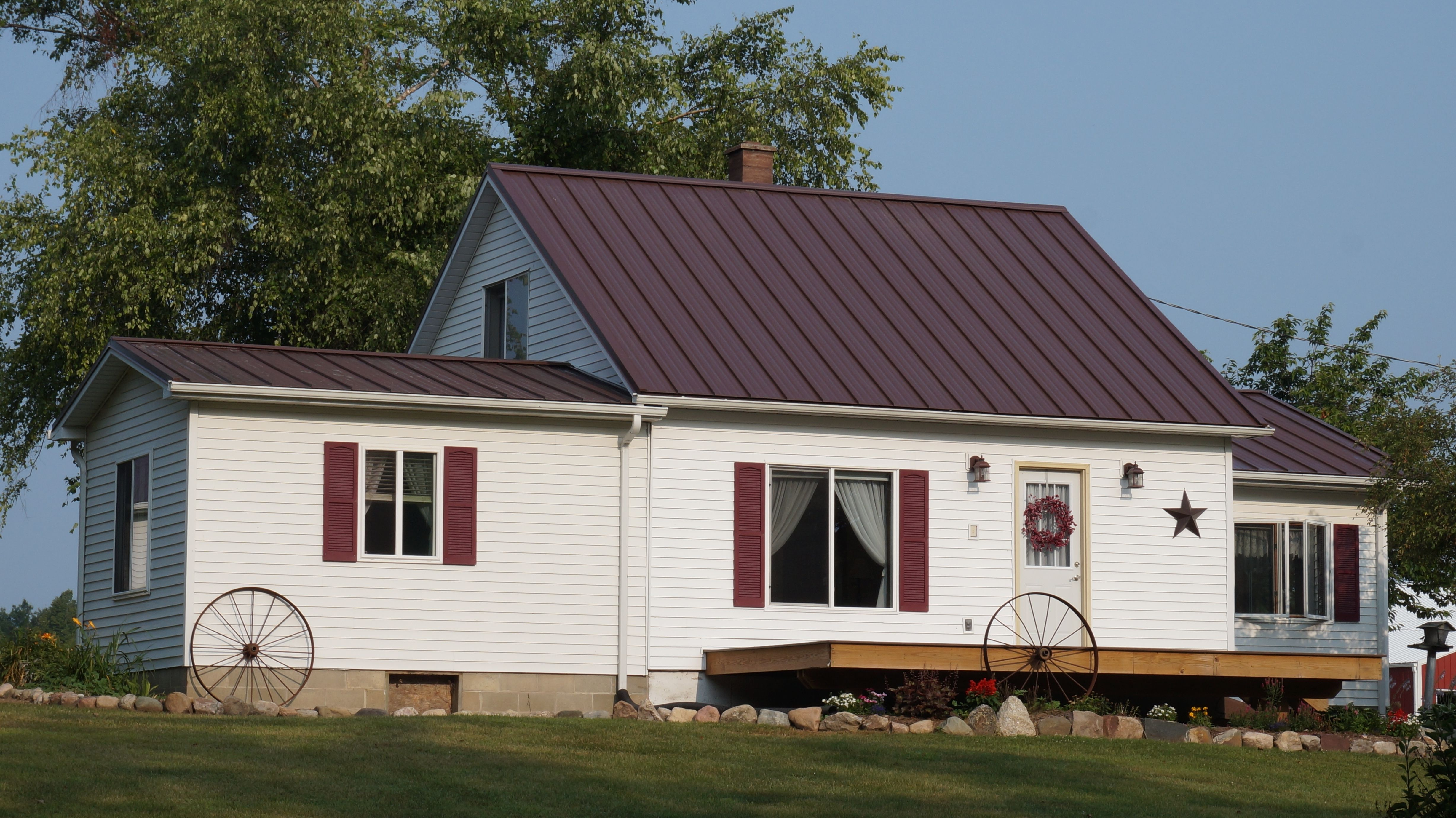 Best Metal Roof Colors Burgundy Metal Roof Colors Metal Roof 400 x 300