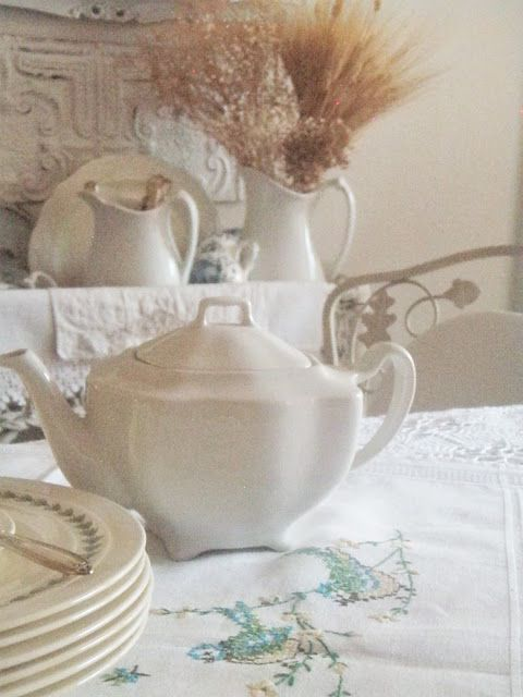 . . . Cabin & Cottage : A Bird Inspired Table Setting to Celebrate September