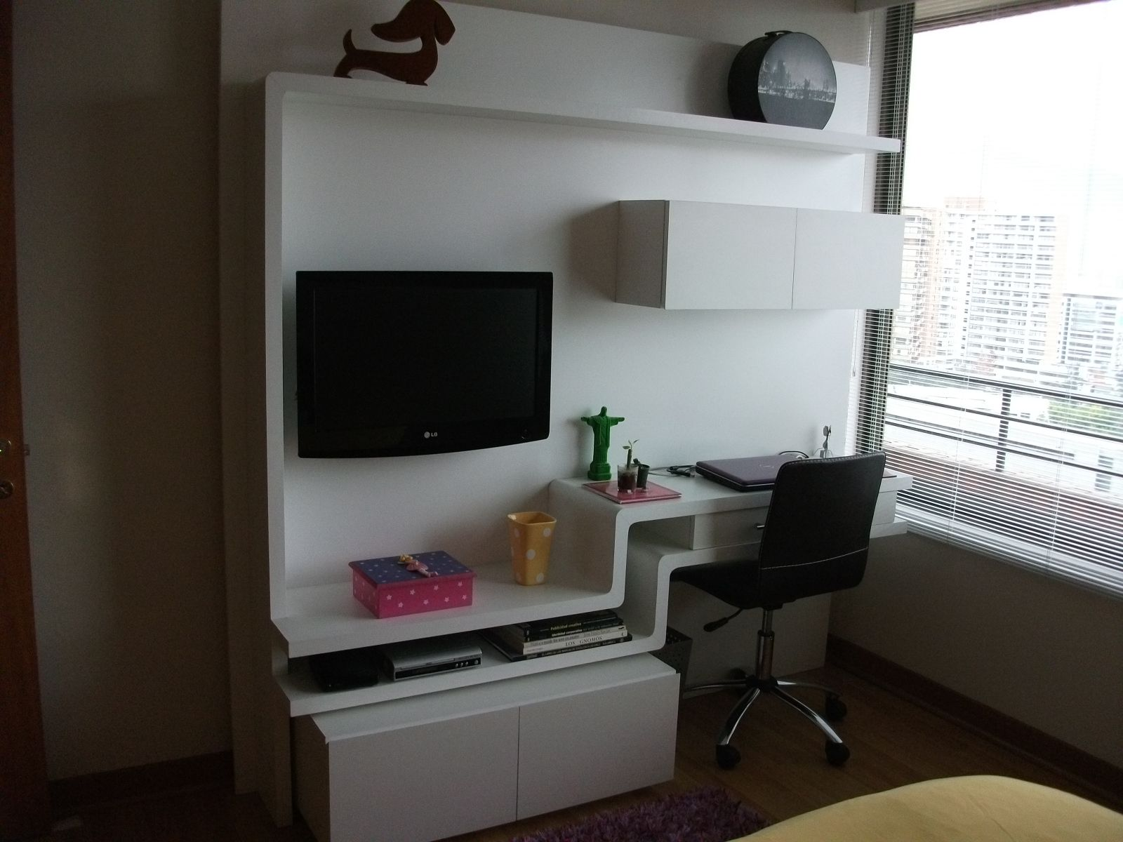 Sistema de muebles para escritorio y tv escritorio con for Ideas para decorar un estudio