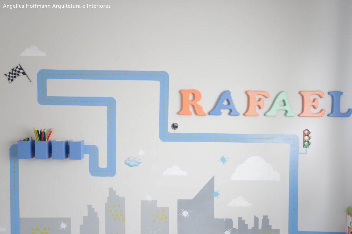 """Exuberance Butantã - Detalhe do quarto do Rafael de 3 anos, que ama """"CARROS"""". Fizemos uma cidade e uma pista para que ele pudesse brincar e se divertir."""