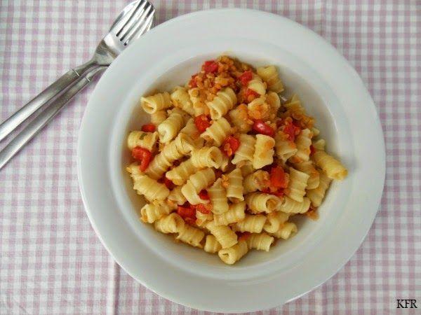 Pasta met rode linzen en paprika