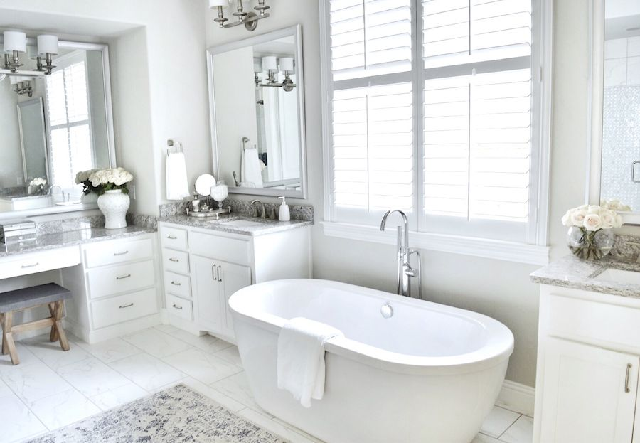 Luxus Hausrenovierung Wie Wahlt Man Das Beste Badezimmer Kronleuchter #26: Tour This Refined And Fresh Family Home In Dallas   The Everygirl