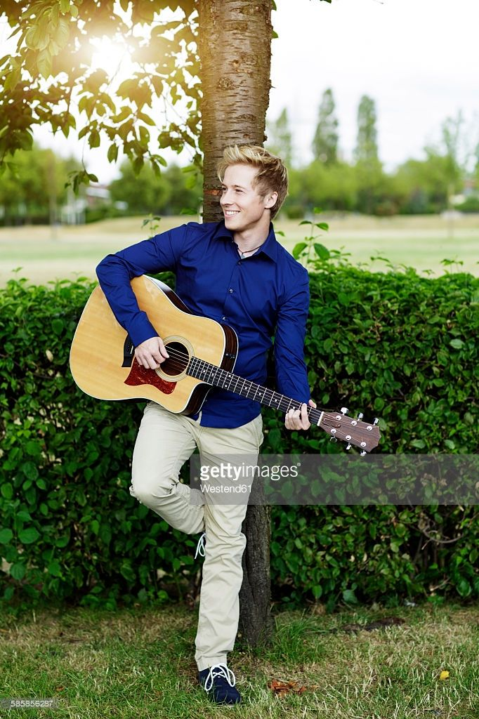 smiling-young-man-playing-guitar-in-park-picture-id585856287 (682×1024)