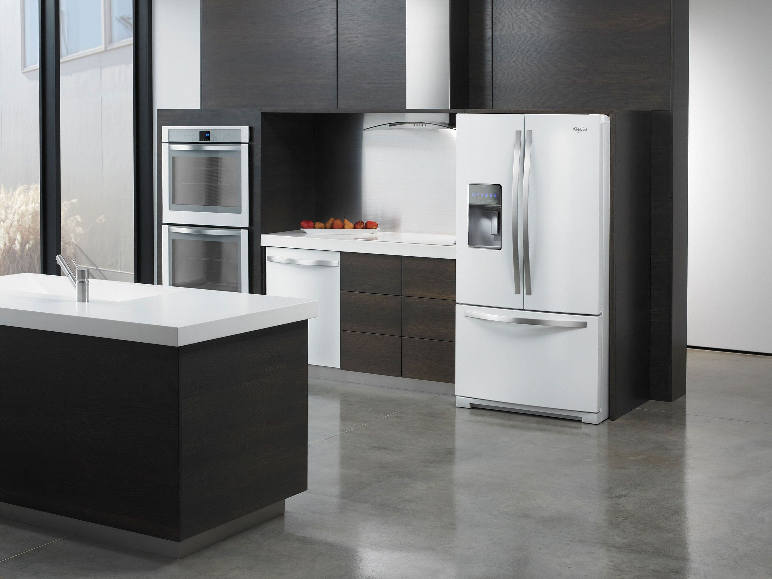 Http://casualhomefurnishings.com/wp Content/uploads/2015/10/Black Kitchen  Cabinets With White Appliances | White Appliances ?