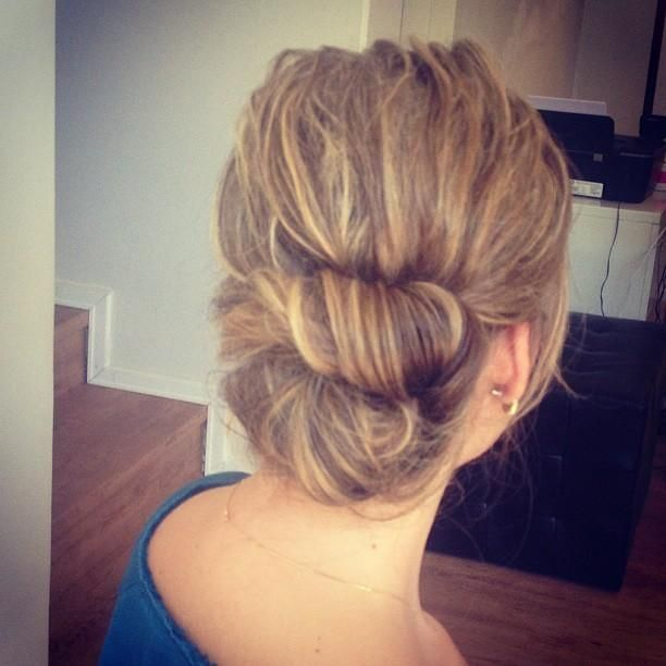 Penteando Bun - Hairstyles How To … | Pinteres…