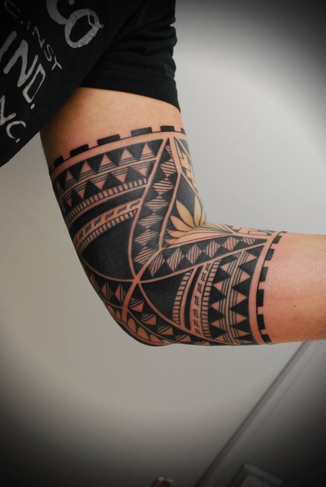 Polynesian Inspired Tattoo Simon Tattoo Tattoo Studio In Teufen Ar Polynesian Tattoo Maori Tattoo Tattoos