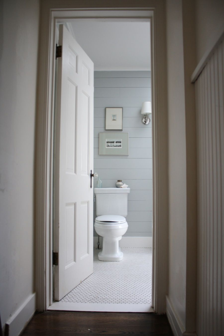 Horizontal shiplap and white hex tiles cottage bathroom perfection horizontal shiplap and white hex tiles cottage bathroom perfection love the floor transition dailygadgetfo Images