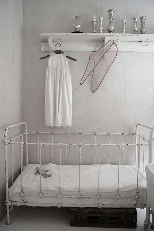 brocante babykamer ideeen 1 | the baby | pinterest | baby bedroom, Deco ideeën