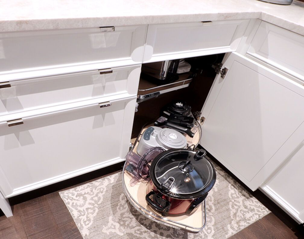 Talk About Maximizing Storage This White Kitchen Features Our Rutt Prairie Series Door Style With A Lemans Ii Blind Corner In 2020 White Kitchen Kitchen Design Hafele