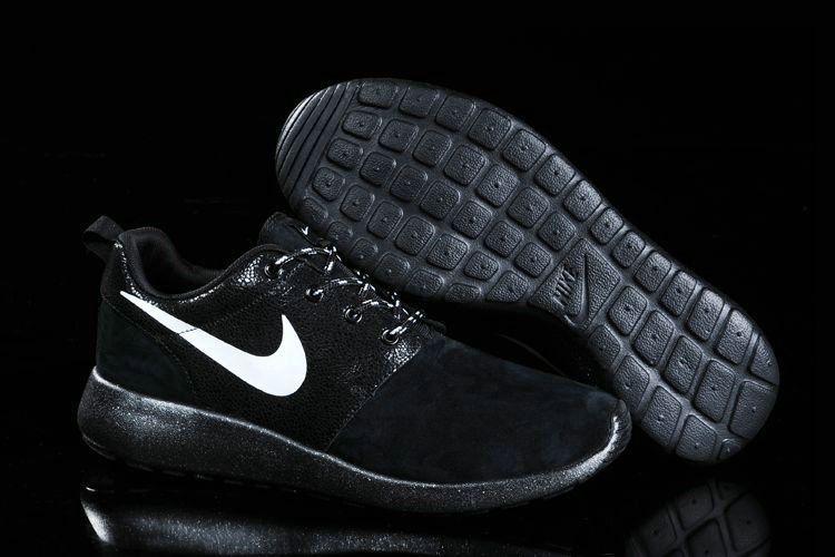 b11901732cf New 2018 511881 110 Nike Roshe Run Mens Star Diamond Black White Black
