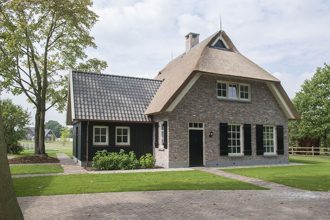 Cool villa landelijke stijl duurzaam bouwen bouwbedrijf for Houten huis laten bouwen
