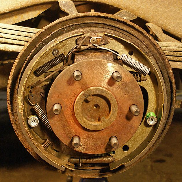 Rear drum brake assembly, 1996 GMC Yukon, Tahoe, Suburban