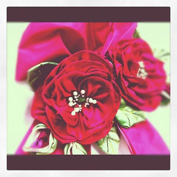 Ribbon flowers on wedding dress  http://www.ribbonry.com/