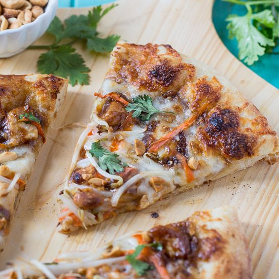 Thai Chicken Pizza Cpk Copycat Spicy Southern Kitchen Recipe Chicken Pizza Jerk Chicken Pizza Sweet And Spicy Sauce