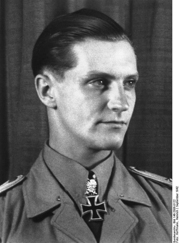 Photo] Portrait of Hauptmann Hans-Joachim Marseille, mid-Sep 1942