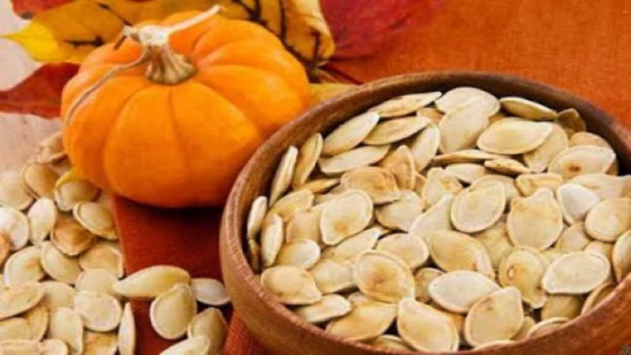 মারাত্মক ছয় রোগ থেকে মুক্তি দেয় মিষ্টি কুমড়ার বীজ in 2020 | Pumpkin,  Pumpkin benefits, Raw pumpkin seeds