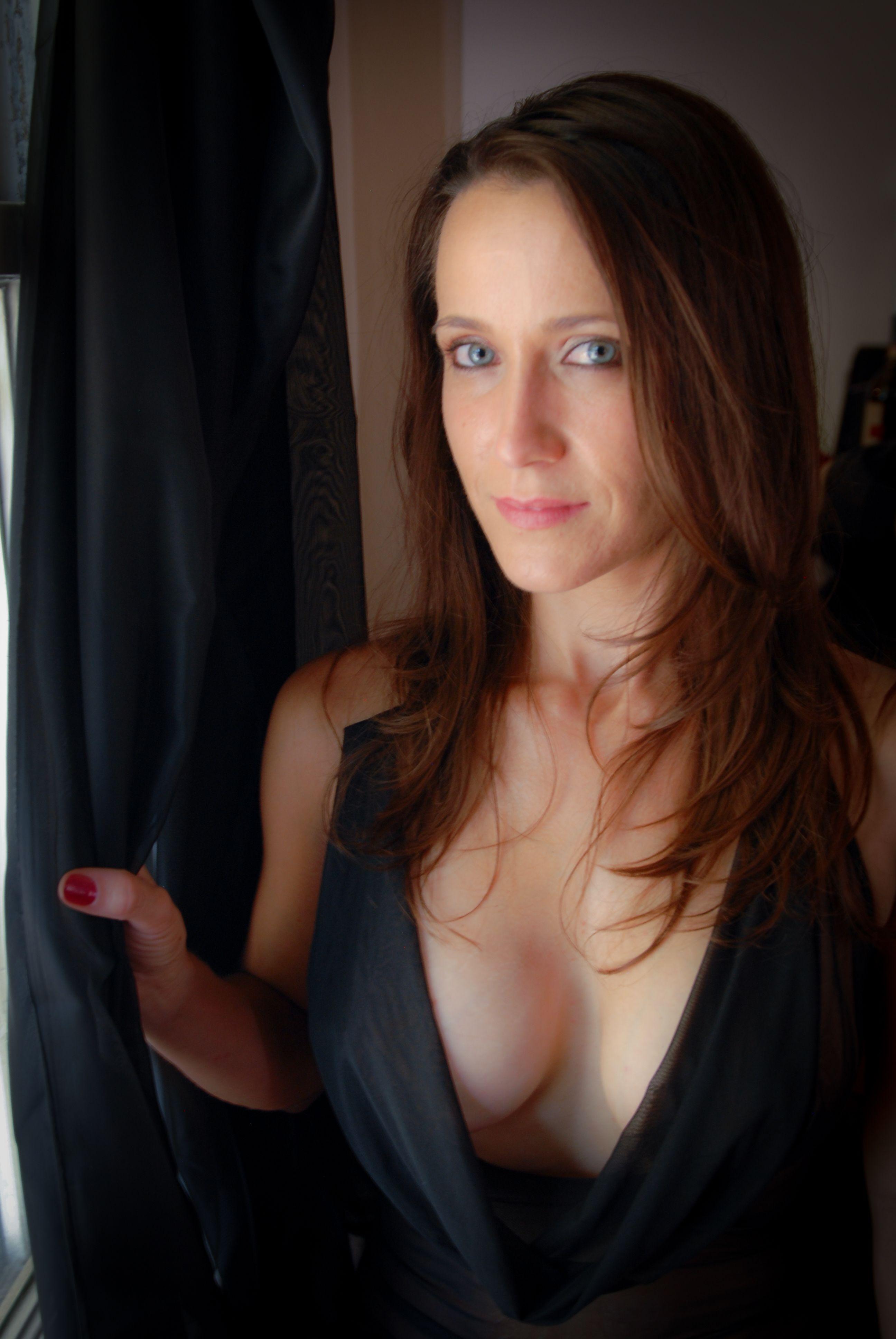 Boudoir shoot at home comfortable boudoir