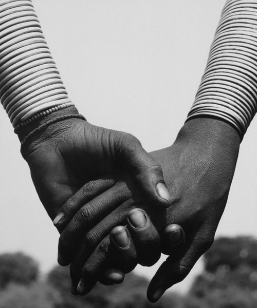 Herb Ritts - Nandoye and Nangini - Hands Joined, 1993. S)