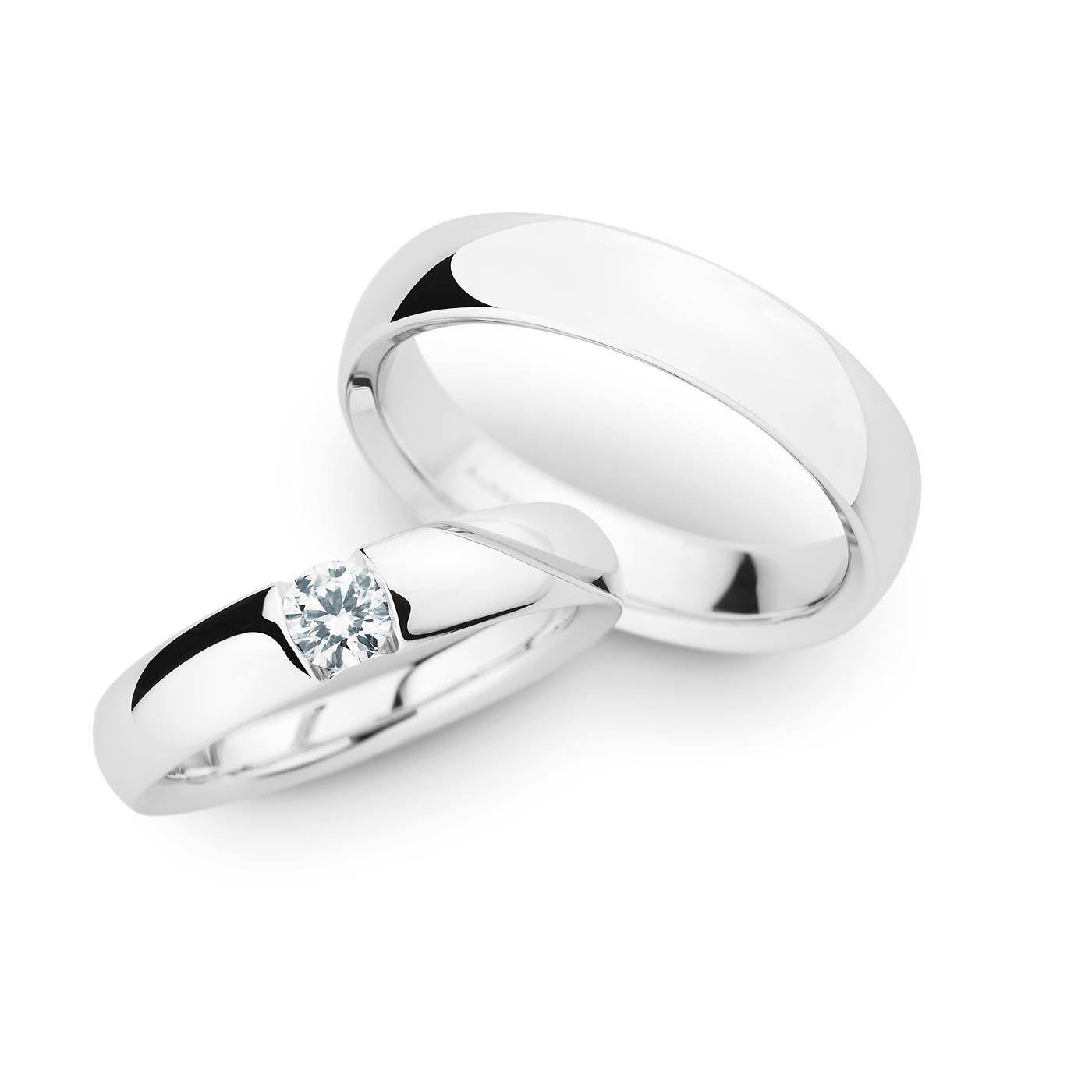 Eine unglaublich ästhetische Ringform, die den Solitär königlich zur Geltung bringt. Diesen Ring gibt es für viele unterschiedliche Steingrößen