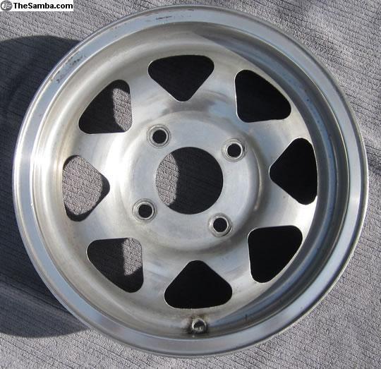Dan Gurney wheel, not seen very often in the custom scene.