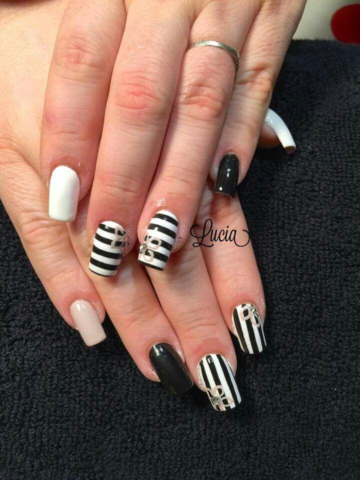 Super Bianco crema nero strisce fiori | unghie monocolore e nail art  LC84