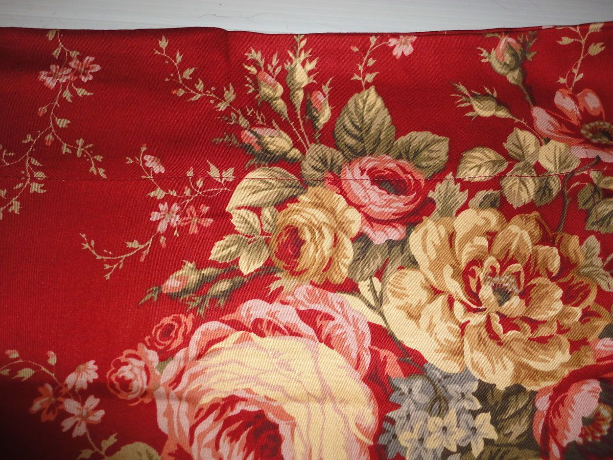 WAVERLY RED FLORAL CURTAIN PANEL GREEN 52 X 83 (1) PRE OWNED