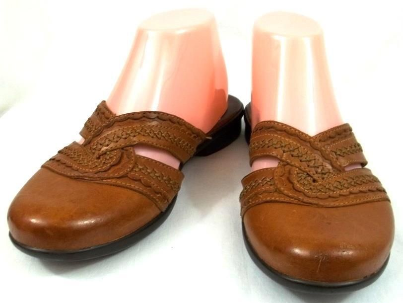 Clarks Artisan Shoes Womens Size 7 5 M Brown Leather Mules Flats