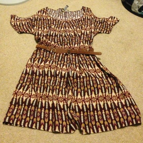 Tribal cutout sleeve dress with belt Marion, and tan printed dress. The belt pulls it all together real nice. Forever 21 size small. Great condition. Silky material, no holes or damage. Belt included. Forever 21 Dresses Midi