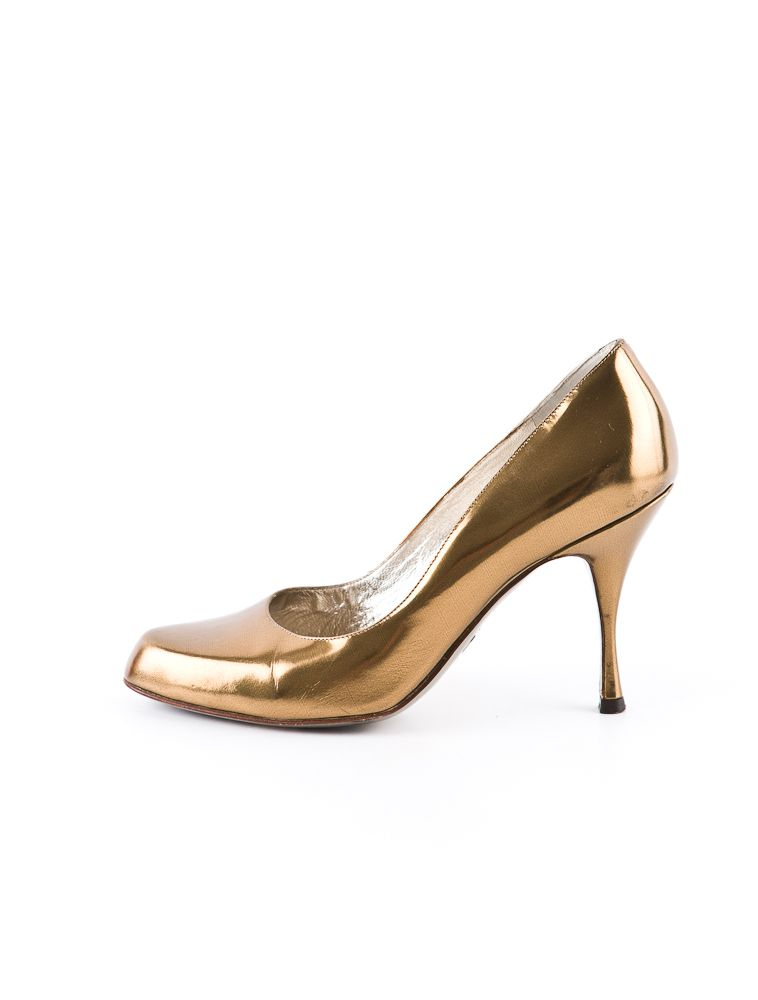 Dolce & Gabbana Metallic Pump. Wear these with EVERYTHING. (bonus: they're on sale :)