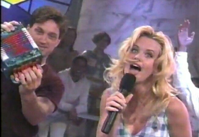 Jenny Mccarthy On Mtvs Old Show Singled Out The 90s Were Awesome