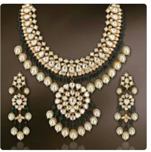 Kundan set with emralds and pearls