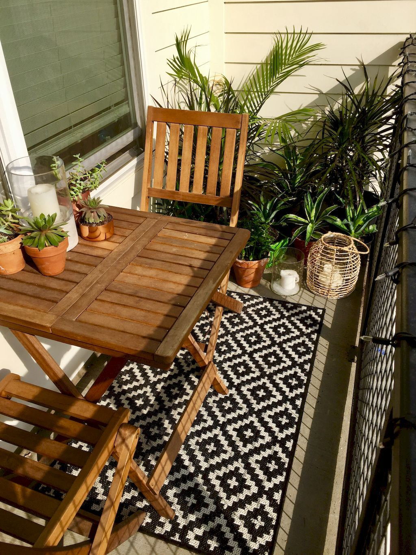 80+ Beautiful and Cozy Apartment Balcony Decor Ideas | Apartment ...