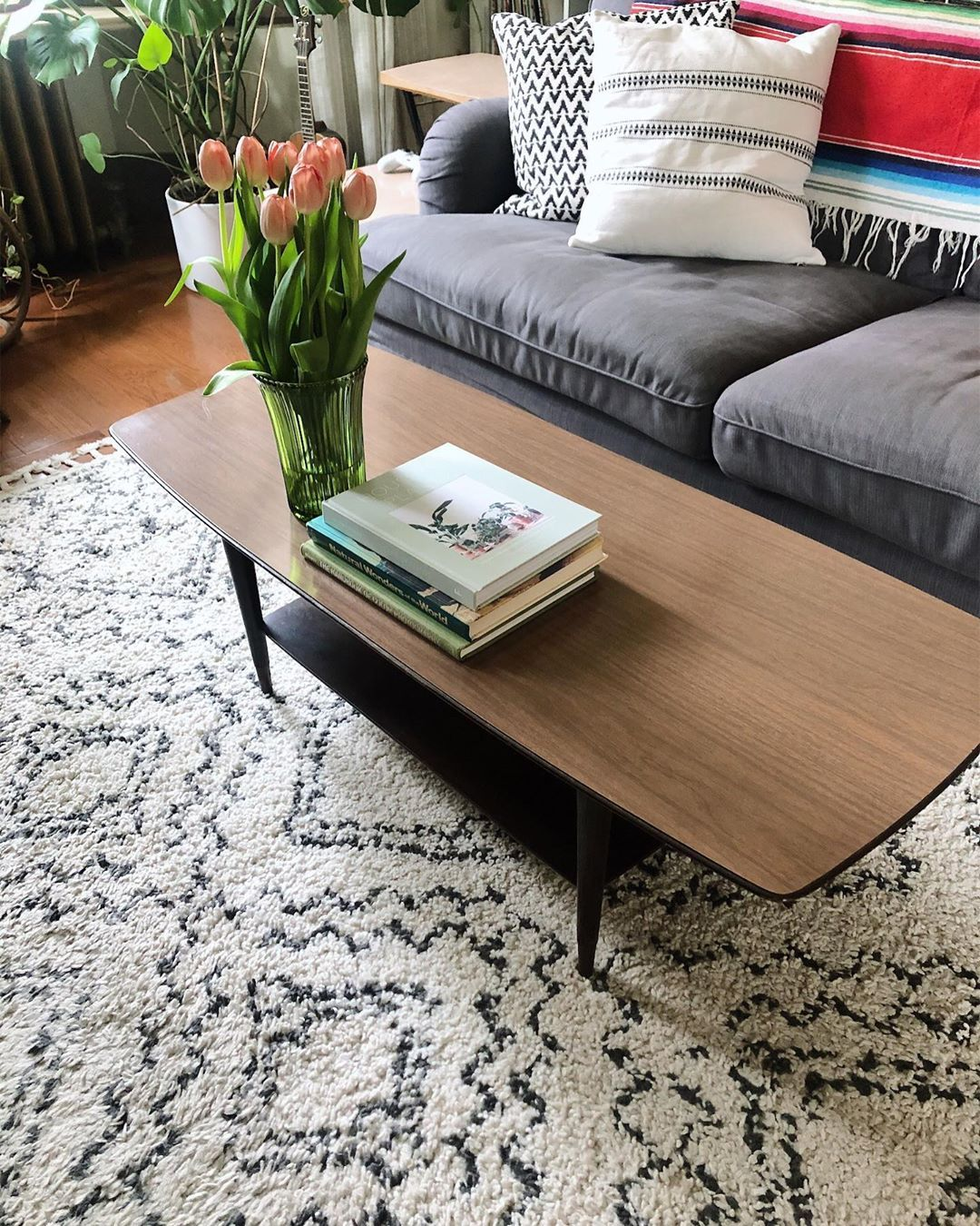 Good Day Vintage On Instagram This Vintage Mid Century Modern Coffee Table Is Just Too Good Coffee Table Mid Century Modern Coffee Table Modern Coffee Tables [ 1350 x 1080 Pixel ]