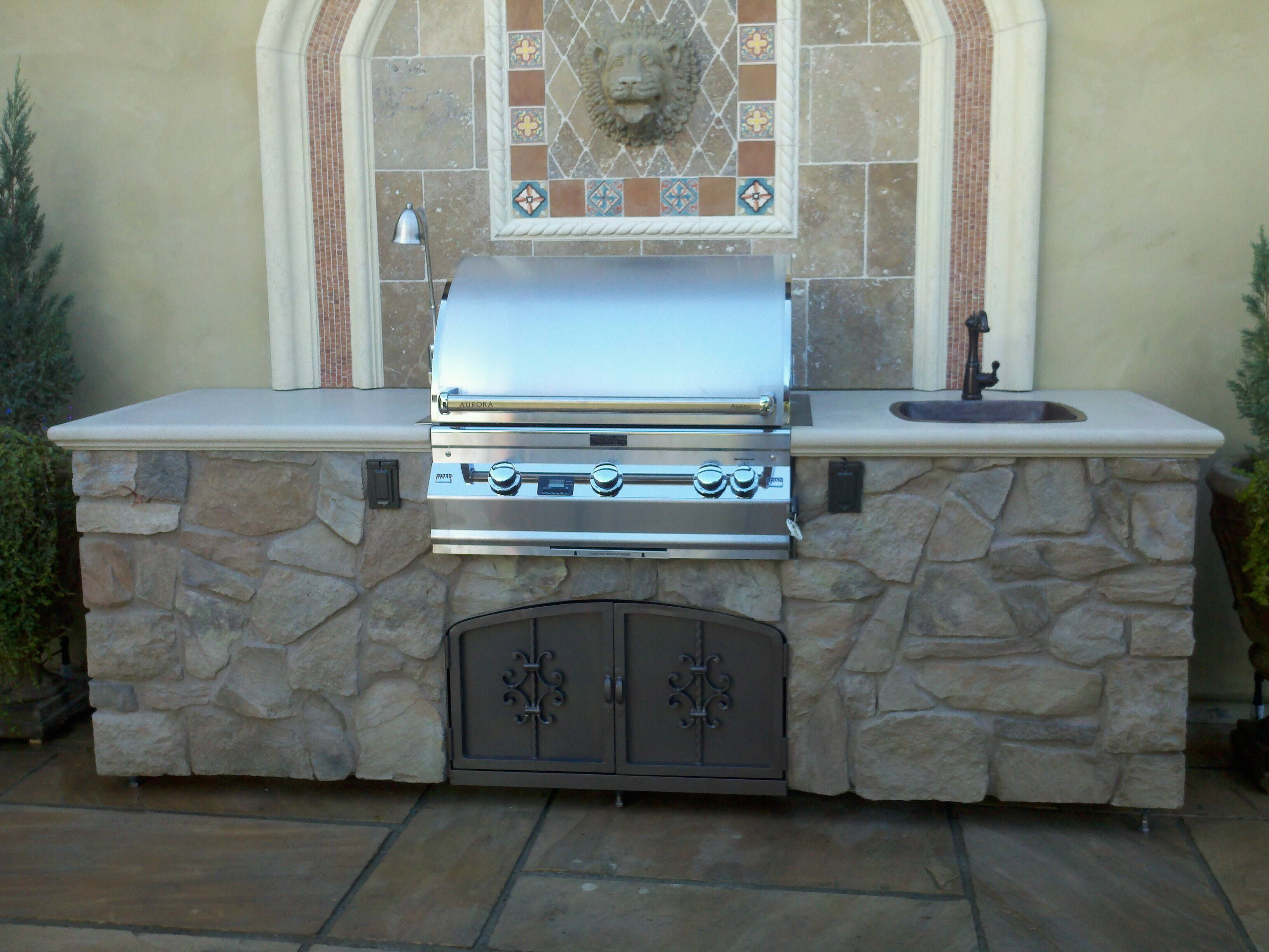 grill tops for outdoor kitchens | Outdoor kitchen with Custom Mosaic ...