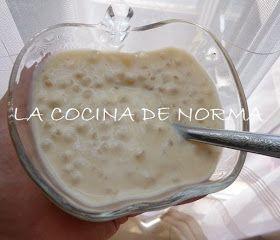 Un postre diferente y muy rico.   Postre de tapioca   1 taza de tapioca  1 trozo de canela  1 lata de leche evaporada  1 lata de leche ...