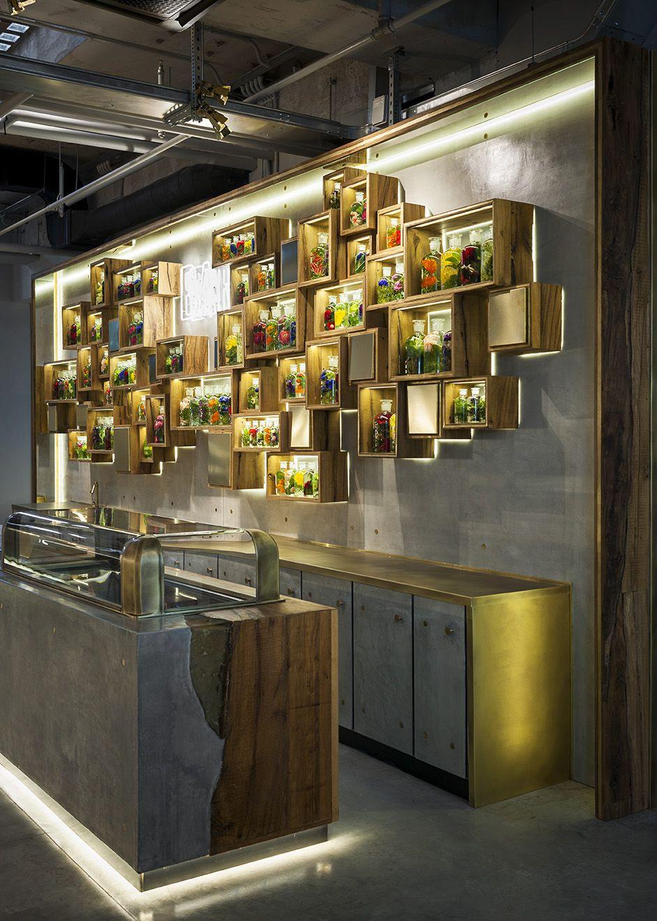 Bancone Bar Per Casa bancone bar e retro banco, rovere, ottone, cemento e resina