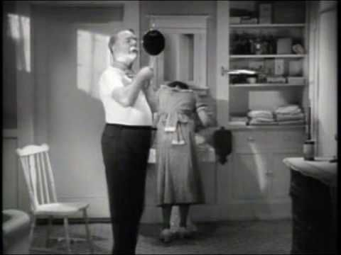 Video Un Afeitado Un Tanto Dificultoso W C Fields Shaving Scene From It S A Gift 1934 Shaving Accessories Funny Comedy Comedy Actors