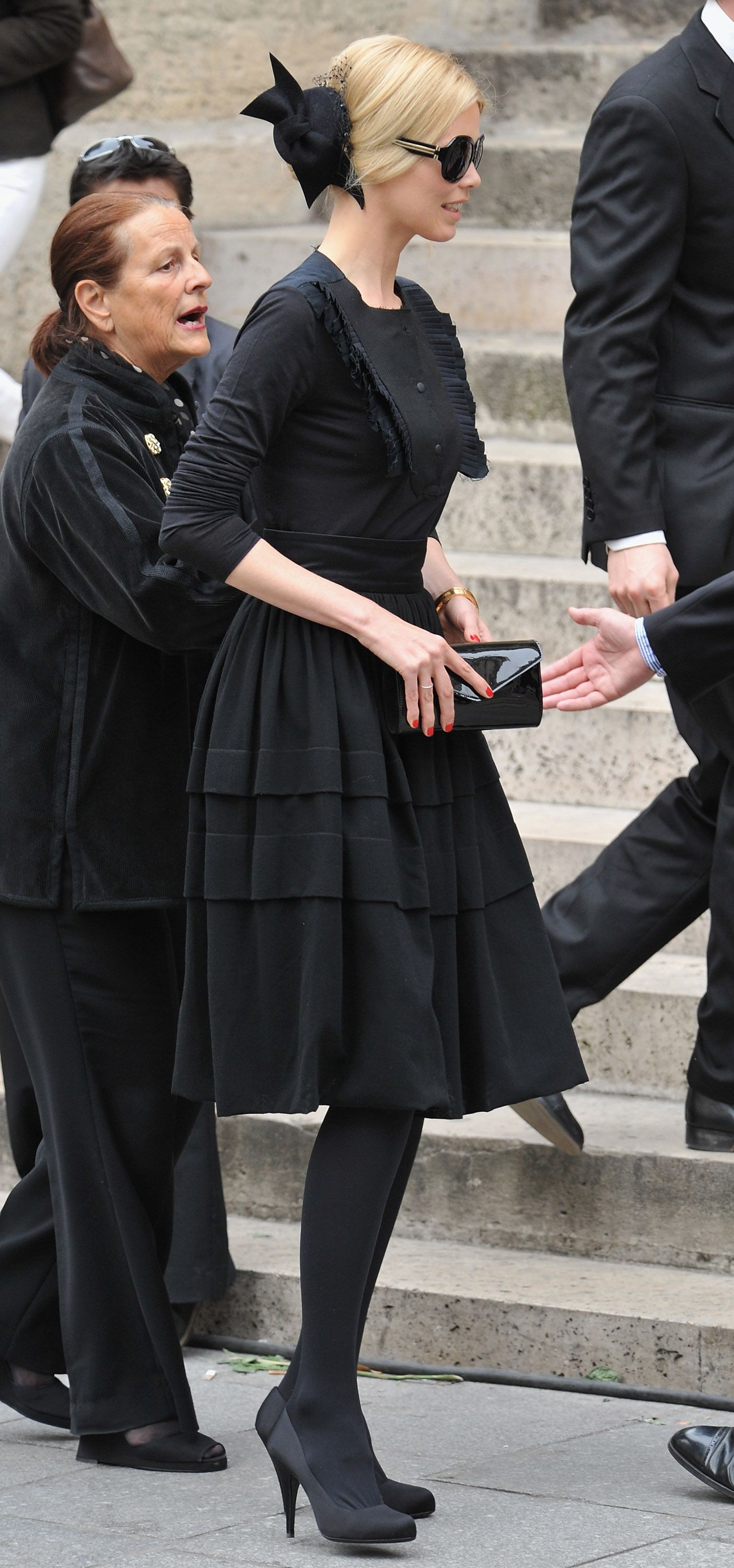 Claudia Schiffer Funeral Outfit Black Funeral Dress Funeral Dress [ 3000 x 1405 Pixel ]