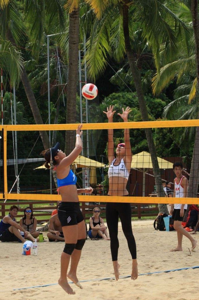 Beach Volleyball Or Sand Volleyball Is Similar To Indoor Volleyball Beach Volleyball Evolved In Hawaii In 1915 Bea Indoor Volleyball 1992 Olympics Volleyball