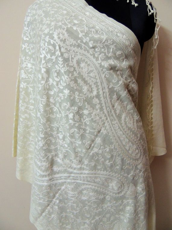 White shawl/Kashmir shawl/India Tapestry/Piano by