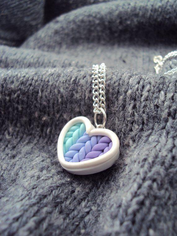 Ähnliche Artikel wie Ombre Petrol lila Strick-Herz Halskette Polymer Clay, Miniatur-Ton-Schmuck, Silber vergoldet Kette auf Etsy