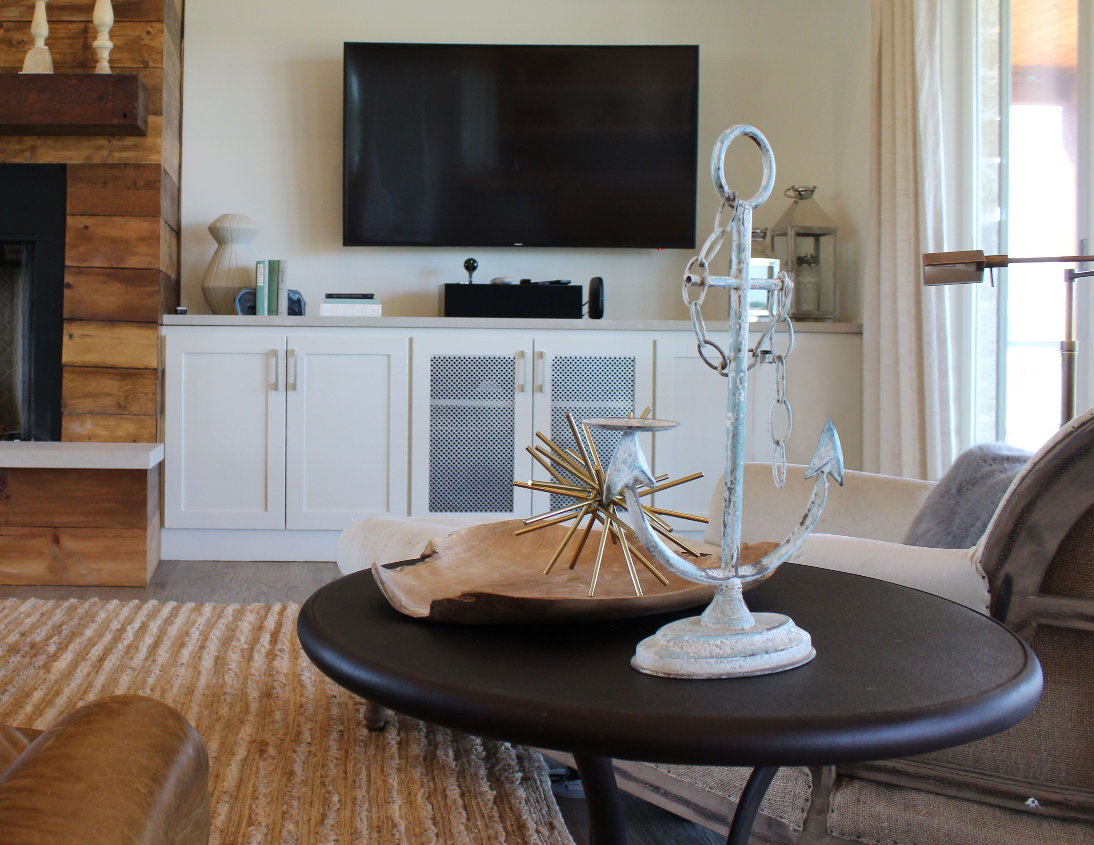 Elizabeth Ryan Interiors|  Summer Weekends, is there much better? #dallasdesigner #dallasinteriordesigner #livingroomdesign #lakehousedesign #possumkingdomlake #retreat #vacationhome