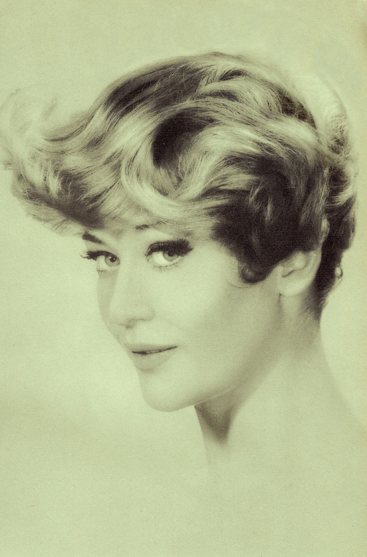 Coiffure 1960 60 39s Hairstyle From La Coiffure De Paris Magazine Avril