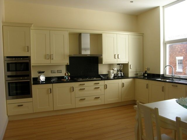 cream kitchen black worktop shaker kitchen with granite worktops search 419