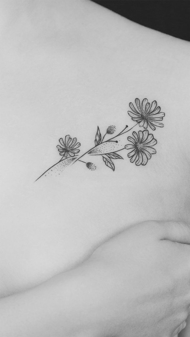 Minimalist Aster Sept Birth Flower Tattoo W Addy S Finger Print Name Written In The Stem Aster Flower Tattoos Birth Flower Tattoos Daisy Tattoo