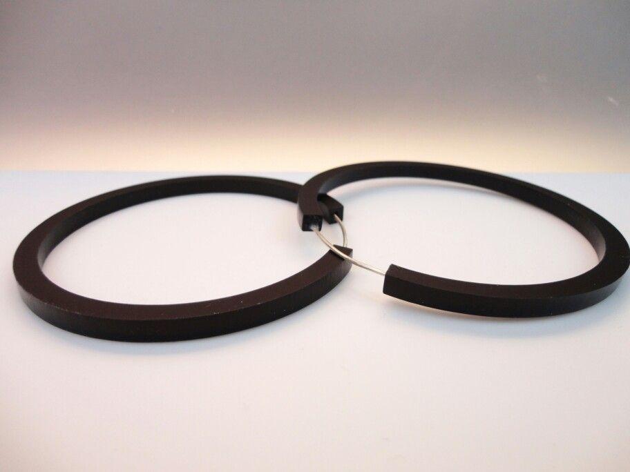 Black Circle earrings Black satin plexiglass earrings #plexiglass #plexiglassearrings #earrings #jewelry #jewelrydesigner #plexishock