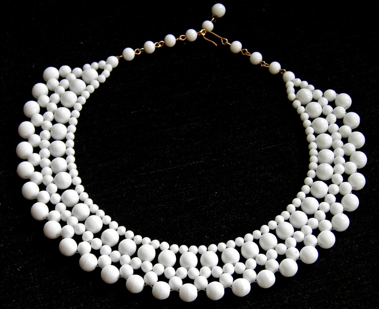 Vintage Necklace Stunning Opaque White Milk Glass Necklace Etsy Glass Jewelry Milk Glass Glass Necklace