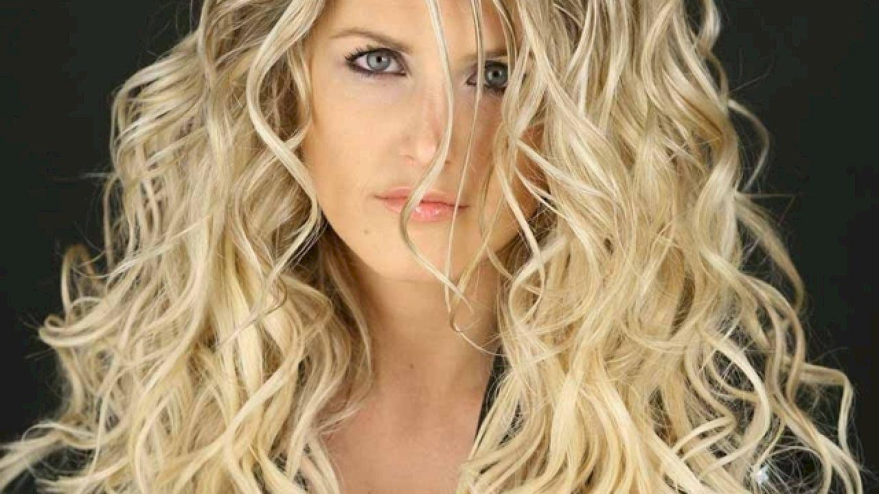 طرق تجعيد الشعر Curled Hairstyles Hair Curls